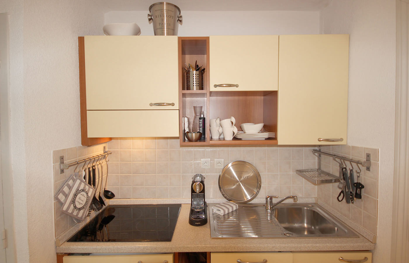 10-Fully-Equipped-Kitchen - cannes